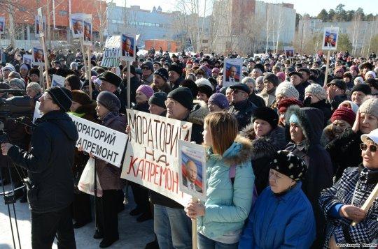 Жители Асбеста, которых обматерил министр, вышли на митинг