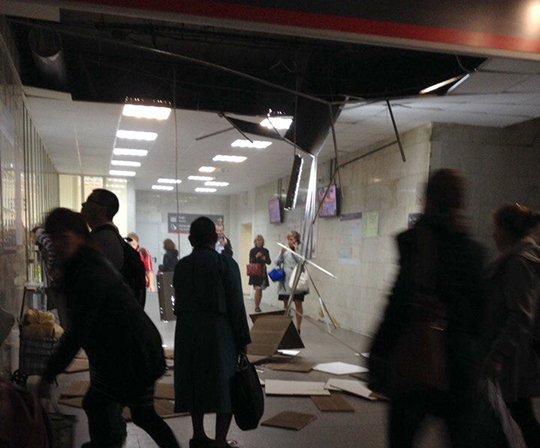 Часть потолка рухнула в помещении железнодорожного вокзала Екатеринбурга, пострадавших нет