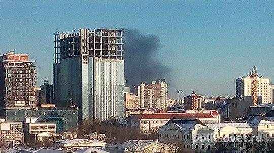 Над районом ЖБИ вгороде Екатеринбурге навис столб дыма из-за пожара