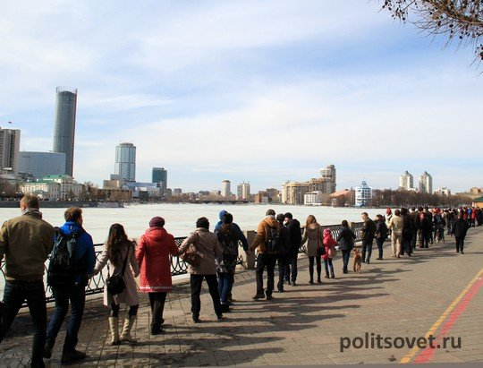 На защиту пруда в Екатеринбурге вышло больше тысячи человек