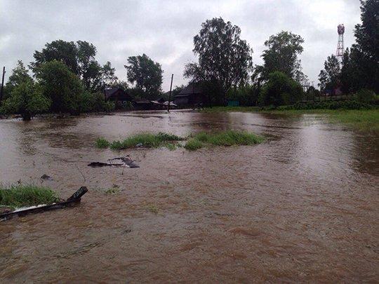 После сильных дождей наСреднем Урале река Тагил вышла изберегов