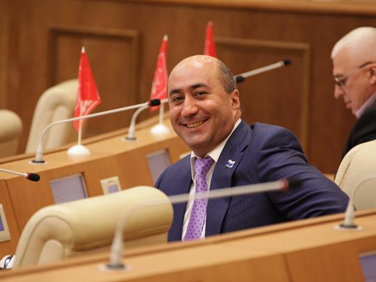 Случай Карапетяна: что значит отставка самого скандального свердловского депутата