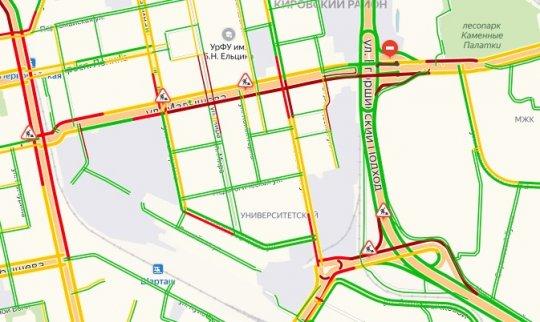 Пробки, которых не заметил вице-мэр, растянулись на несколько километров